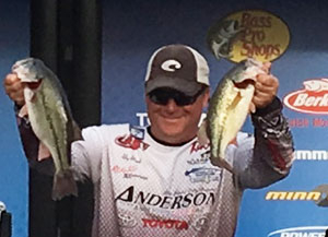Pro Anglers Stay At Trophy Run During Bassmaster Central Open
